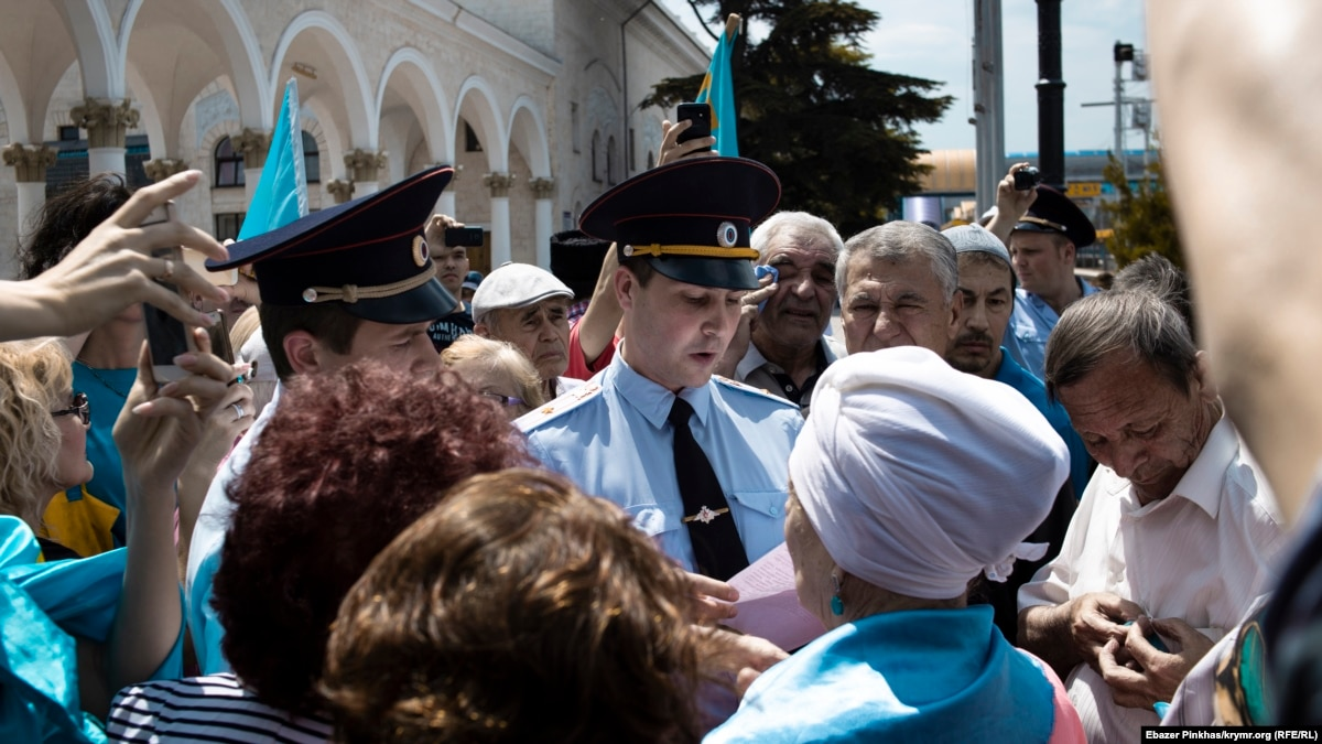 Crimean Tatars Mark Anniversary Of Stalin-Era Deportations