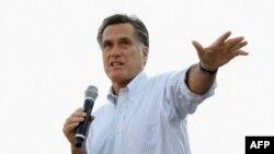 Митт Ромни выступает на предвыборном митинге