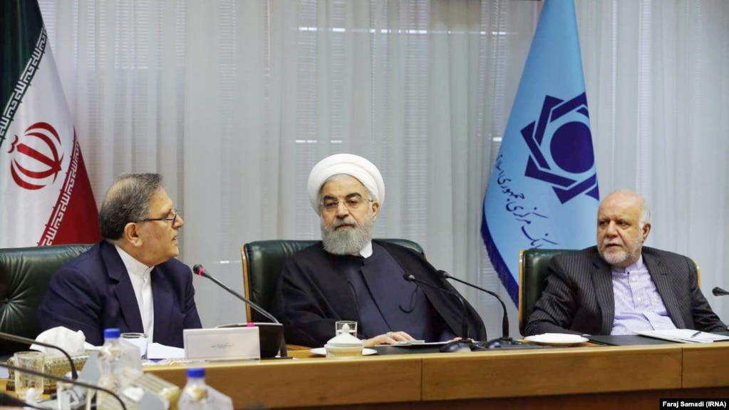 Iranian president Hassan Rouhani (C) alongside with his oil minister Bijan Zangeneh (R) and the governor of Iran's Central Bank Valiollah Seif in a meeting in the CBI headquarter in Tehran, on Sunday March 04, 2018.