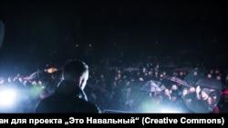 Алексей Навальный на встрече с избирателями, архивное фото