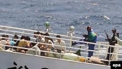 کشتی هنگ کنگی «دیلایت» که در اجاره جمهوری اسلامی قرار داشت، ۲۸ آبان ماه در راه بندرعباس و در نزدیکی سومالی ربوده شد. (عکس: EPA)