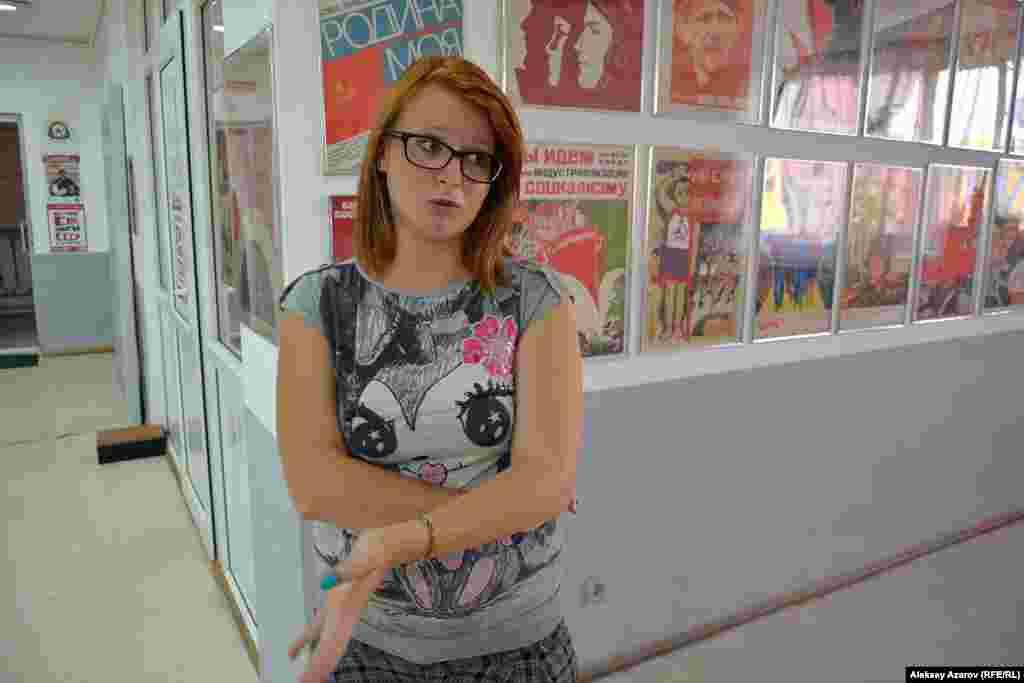 Как рассказала арт-менеджер галереи «Улар» Кристина Акманова, такмного посетителей в первый же день работы выставки не приходило ни на одну персональную выставку художников. Причем приходят не только люди, жившие в советское время, но и много молодежи, знающей о советском периоде понаслышке.