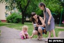 Наста з дочкамі Юстынай і Ганнай
