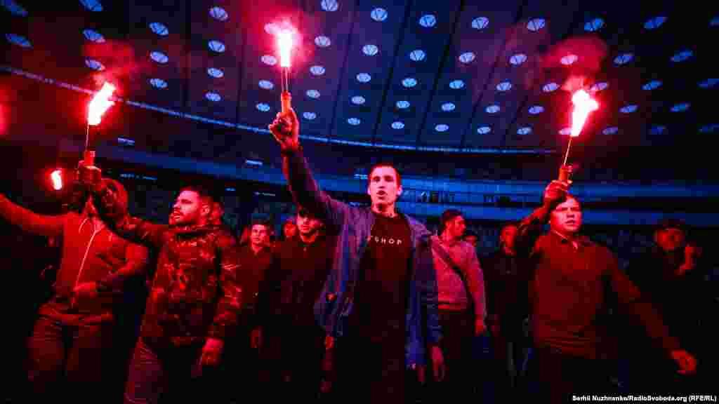 Среди организаторов акции – общественная организация «Ассоциация болельщиков АР Крым» и творческое объединение #BABYLON'13