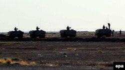 قوات اردنية عند معبر الرويشيد على الحدود مع العراق 23 حزيران 2014