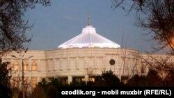 «Оксарой» («Белый дворец»), в которой работал Ислам Каримов.