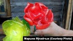 Кветкі з плястыка Дзямко Тацяны