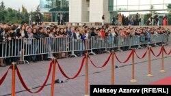 Красная дорожка кинофестиваля перед Дворцом республики Алматы. Иллюстративное фото.