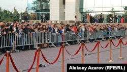 """Красная дорожка, по которой проходили участники и гости кинофестиваля """"Евразия"""". Алматы, 16 сентября 2013 года."""