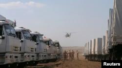 Російський гуманітарний конвой на зупинці біля Каменськ-Шахтинська Ростовської області Росії, 14 серпня 2014 року