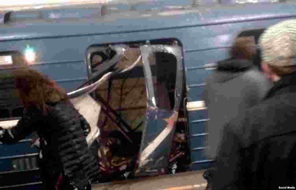 Вибух ставсяблизько 14:40 у вагоні поїзда на перегоні станцій метро «Технологічний інститут» та «Сінна площа»
