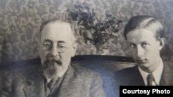 Херманис Албатс с сыном Паулем. Конец 1930-х годов