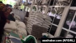 Очередь за рисом и сахаром, Ашхабад, 27 мая, 2019