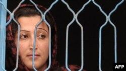 په زندان کې بندي یوه افغانه ښځه