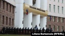 Forţe de ordine la prima şi singura şedinţa a legislativului actual. 21 martie 2019