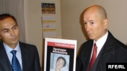 France/Turkmenistan -- Annadurdy Hadjiyev (or Annadurdy Khadjiev ) (R), brother of Ogulsapar Muradova standing next to Turkmen diplomat (L) (unidentified) after demonstrators forced their way into the Turkmen embassy in Paris, 18Sep2008
