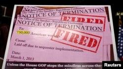 Плакат - изображение сообщения об увольнении 750 тысяч американцев в случае секвестра, водруженный в ходе пресс-конференции лидера меньшинства в Палате представителей Конгресса США 28 февраля 2013 г.