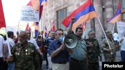 Armenia - Veterans of the Karabakh war demonstrate outside a government building in Yerevan, 6Jun2013.