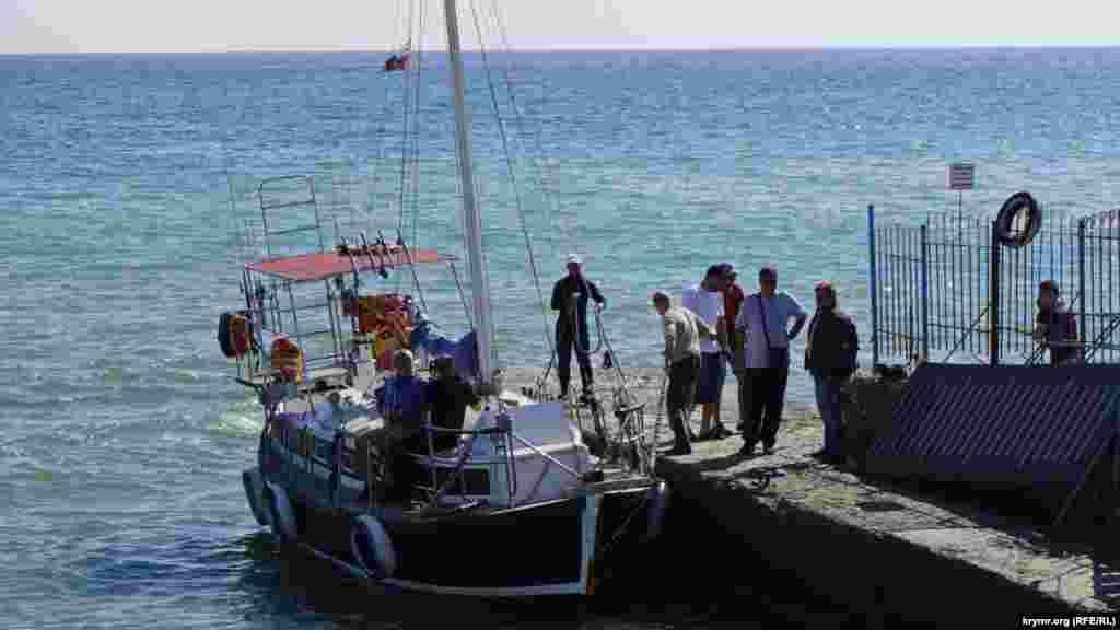 Початок оксамитового сезону на узбережжі Чорного моря в Алушті, 7 жовтня 2016 року
