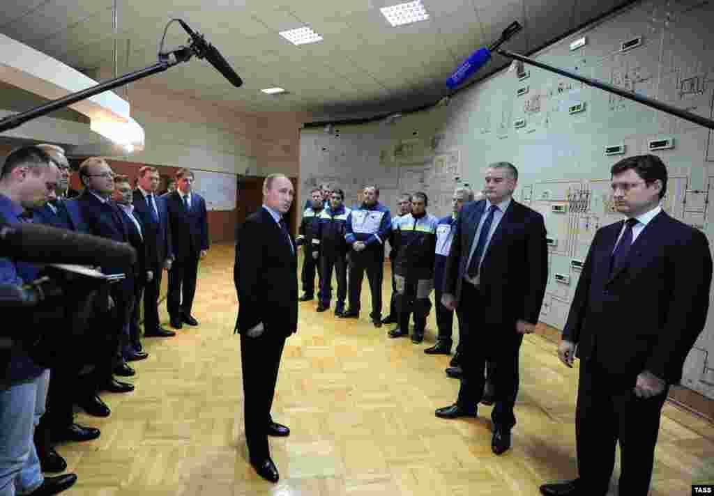 Rusiye prezidenti Vladimir Putin yarımadağa energetik köpürniñ birinci yolağını tüşürüv tedbirinde iştirak etti, 2015 senesi dekabr 2 künü