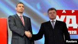 Віталій Кличко (ліворуч) і Петро Порошенко