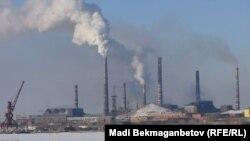 Вид на промышленное предприятие в городе Балхаш Карагандинской области. Иллюстративное фото.