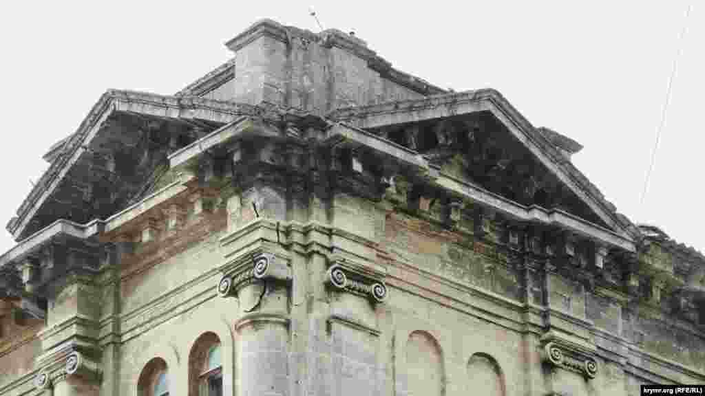 Міська влада зазначає: будівлі гімназії – понад 130 років, вона давно вимагає ремонту, але грошей на нього знайти ніяк не могли