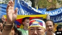 Тибетти Кытайдын басып алганынын 50-жылдыгы күнү тибеттиктер Жаңы Делиде демонстрацияга чыгышты, 10-март 2009