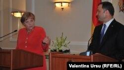 Cancelarul Angela Merkel şi premierul Vlad Filat la conferinţa de presă comună, Chişinău, 22 august 2012.