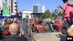 Летово кога стечајците протестираа пред Собранието барајќи решение на животниот проблем, пред Собранието пристигнаа неколку здруженија на земјоделци и жртвите на транзиција незадоволни од политиките на СДСМ и на Бранко Црвенковски.
