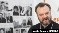 Preotul Pavel Borșevschi în studioul Europei Libere