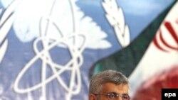 به نظر می رسد که ديدار آقای جليلی در راستای مذاکره پیرامون پرونده هسته ای ايران و احتمال تصویب دور تازه ای از تحریم ها علیه ایران خواهد بود.