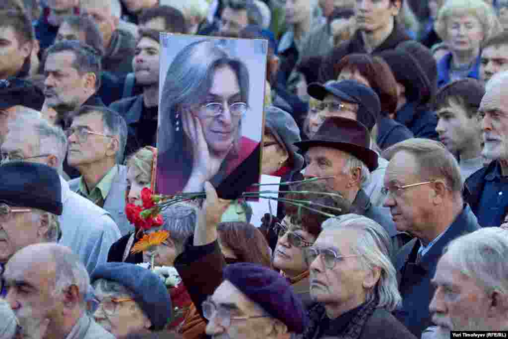 Gathering in Moscow on the fourth anniversary of Politkovskaya's death in 2010