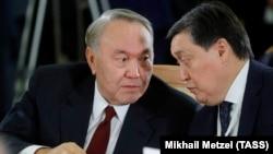 Президент Казахстана Нурсултан Назарбаев и Аскар Мамин в бытность первым вице-премьером во время заседания Совета глав государств — участников СНГ в расширенном составе. Сочи, 11 октября 2017 года.