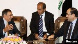 دیدار لئون پانِتا، وزیر دفاع ایالات متحده (چپ) با نوری المالکی، نخستوزیر عراق (راست).