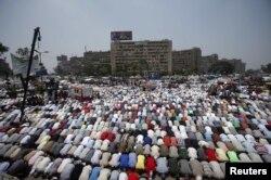 Прихильники Мухаммада Мурсі: настав час молитви, Каїр, 3 липня 2013 року