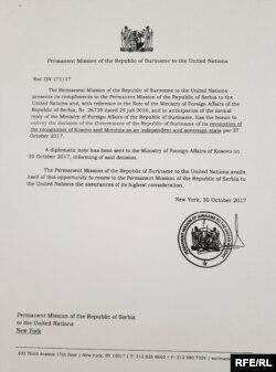Kopija diplomatske note Stalne misije Surinama pri Ujedinjenim nacijama (UN) upućene Stalnoj misiji Srbije pri UN o povlačenju Kosova od 30. oktobra 2017. Prema tvrdnjama Ministarstva spoljnih poslova Srbije, Surinam je prva zemlja koja je povukla priznanje Kosova.
