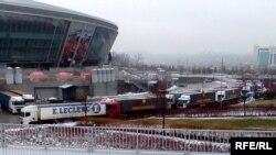 Площадка Арена в Донецке, откуда благотворительная компания Ахметова распространяла гуманитарную помощь