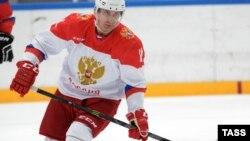 В.В.Путин на льду