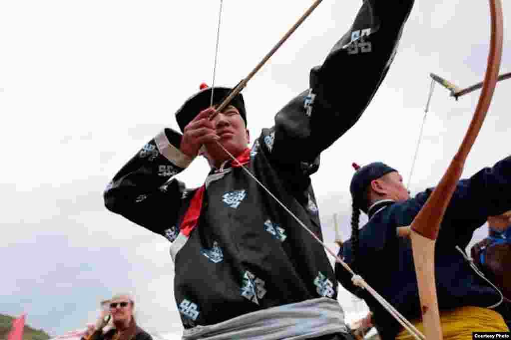 Состязания в стрельбе из лука среди тувинских исполнителей горлового пения. Фотоочерк Саяны Монгуш