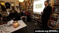 Вечарына памяці Тацяны Сапач, 21 сьнежня 2011 году. Прамаўляе Ігар Бабкоў