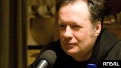 Liderul de orchestră și producătorul Vasili Șumov.