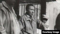 Мадэл Исмаилов, руководитель Рабочего движения Казахстана. 1995 год. Фото из личного архива Исмаилова.