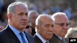 Реувен Ривлин (крайний справа) с Биньямином Нетаньяху и Шимоном Пересом