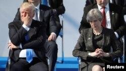 АКШ президенти Доналд Трамп жана Британиянын премьер-министри Тереза Мэй Брюсселдеги саммитте, 25.5.2017.
