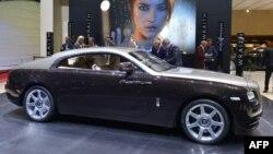 Британдық Rolls-Royce автоконцерні шығарған көлік Женевадағы көрмеде. 2013 жылғы наурыз.