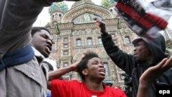 Иностранные студенты уже не раз выходили на улицы Петербурга с протестами против расовой ненависти