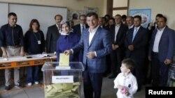 Ահմեթ Դավութօղլուն ընտրություների ժամանակ, 7-ը հունիսի, 2015թ.