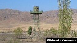 Қазақстанның оңтүстік-шығыс шекарасындағы қарауыл мұнарасы. 2007 жыл. (Көрнекі сурет)