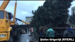 La instalarea unui nou pom de Crăciun la Chișinău